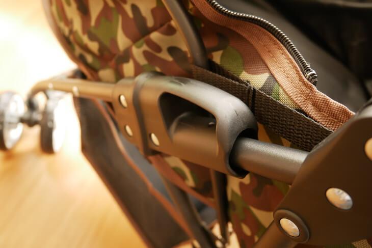 ペットカート サイドにあるレバー画像